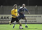 2015-10-17 / voetbal / seizoen 2015-2016 / Lille - Nijlen / Nicholas Appeltans (l) (Lille) aan de bal terwijl Bart Thys (r) (Lille) toekijkt