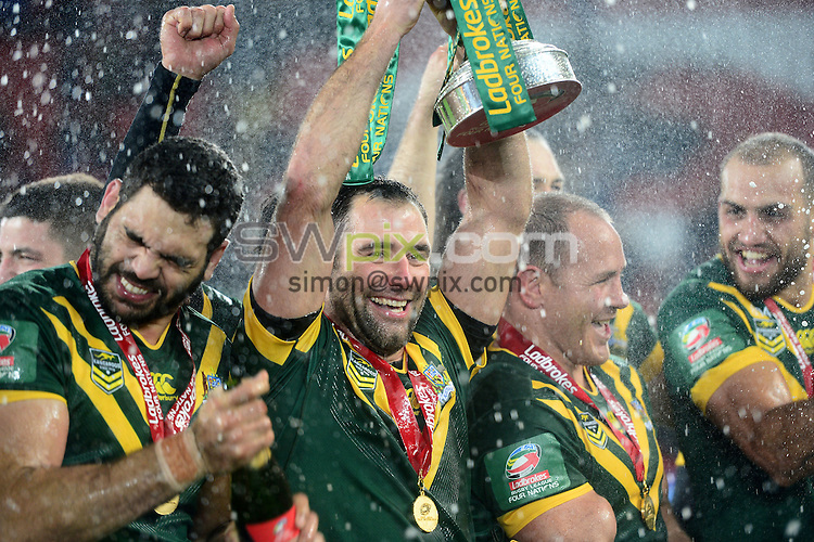 Picture by Simon Wilkinson/SWpix.com - 20/11/2016 -  International Rugby League, Ladbrokes FOUR Nations Final, Australia v New Zealand, 20th November 2016, Anfield, Liverpool<br /> Trophy Lift - Cameron Smith and Australia celebrate winning the Four Nations
