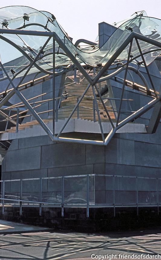 """Eric Owen Moss: Pterodactyl Building, 2001. """"Surrealist joke""""....Robert Winter. Photo 1999."""