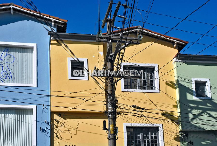 Fachada de casas em  Pinheiros. São Paulo. 2006. Foto de Juca Martins