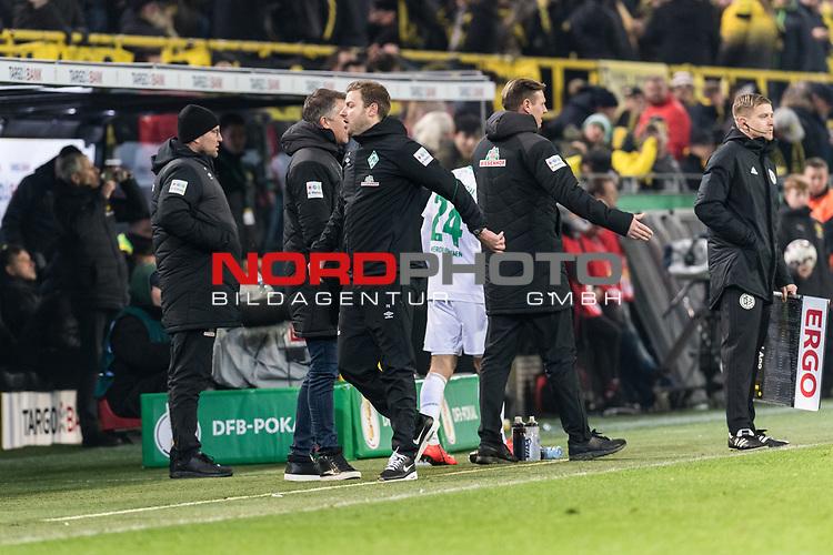 05.02.2019, Signal Iduna Park, Dortmund, GER, DFB-Pokal, Achtelfinale, Borussia Dortmund vs Werder Bremen<br /> <br /> DFB REGULATIONS PROHIBIT ANY USE OF PHOTOGRAPHS AS IMAGE SEQUENCES AND/OR QUASI-VIDEO.<br /> <br /> im Bild / picture shows<br /> Florian Kohfeldt (Trainer SV Werder Bremen) verärgert / emotional in Coachingzone / an Seitenlinie nach 3:2 Führung für Dortmund, Kohfeldt wirft seinen Kaugummi aufs Spielfeld, <br /> <br /> Foto © nordphoto / Ewert