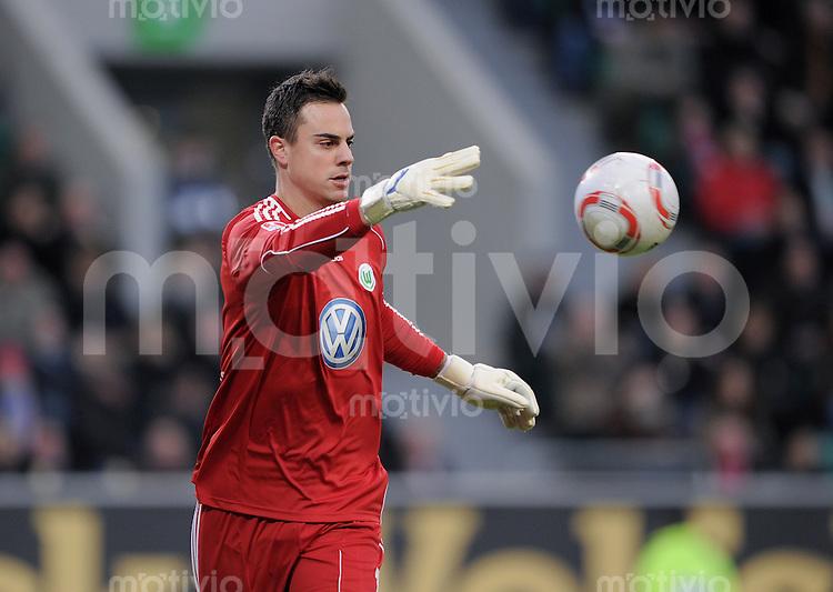FUSSBALL   1. BUNDESLIGA   SAISON 2010/2011  18. SPIELTAG    15.01.2010 VfL Wolfsburg - FC Bayern Muenchen Torwart Diego Benaglio (VfL Wolfsburg) mit Ball