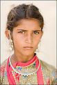 2006- Inde- désert du Rajasthan, jeune bergère.