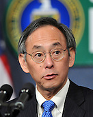 Washington, D.C. - February 5, 2009 -- United States Secretary of Energy Dr. Steven Chu introduces United States President Barack Obama to make remarks to employees at the United States Department of Energy in Washington, D.C. on Thursday, February 5, 2009..Credit: Ron Sachs / Pool via CNP