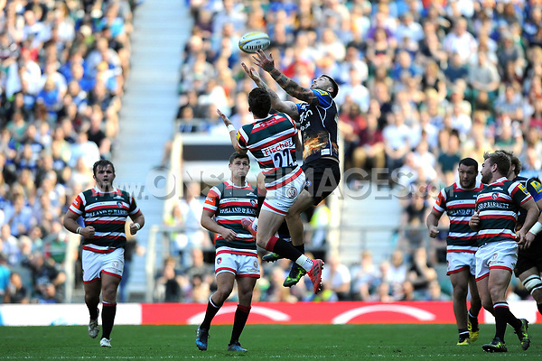 Matt Banahan of Bath Rugby looks to claim the ball in the air. The Clash, Aviva Premiership match, between Bath Rugby and Leicester Tigers on April 8, 2017 at Twickenham Stadium in London, England. Photo by: Rob Munro / Onside Images