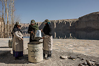 "Amina and her colleagues are putting the rubbish that they have found in a garbage. ""I wish that everybody who visits the park put his/her rubbish in the garbage instead of throwing it on the floor"" says Hamina, Band-e Amir, Afghanistan, 8th November 2017. <br /> <br /> Amina et ses collègues jettent les déchets dans une poubelle du parc. ""J'aimerais que tout le monde jette ses déchets dans les poubelles au lieu de les jetter par-terre, dit Hamina, Band-e Amir, Afghanistan, 8th November 2017."