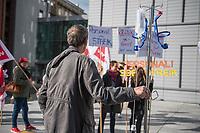Streik am Uniklinikum Charite in Berlin.<br /> Die Dienstleistungsgewerkschaft ver.di hat die Beschaeftigten der Charite ab der Fruehschicht am Montag den 18. September 2017 zum Streik aufgerufen. Anlass sind die festgefahrenen Verhandlungen ueber die Verbesserung und Weiterfuehrung des Tarifvertrages fuer Gesundheitsschutz (TV- GS). Zum Streik sind alle Beschaeftigten an allen Standorten der Charité (Benjamin Franklin, Mitte und Virchow, Buch) aufgerufen.<br /> Die Gewerkschaft hatte den befristeten Tarifvertrag zu Ende Juni auslaufen lassen, da nach ihrer Ansicht die 2015 vereinbarten Regelungen zur Entlastung des Personals nur unzureichend umgesetzt wurden. Die Kritik, vor allem aus dem Kreis der Pflegenden, richtet sich gegen die unzureichende Personalausstattung auf den Stationen und vielen Funktions- und Arbeitsbereichen. Massnahmen zur Vermeidung bzw. zum Ausgleich von ueberlastung wurden nur unzureichend bzw. gar nicht eingeleitet.<br /> 19.9.2017, Berlin<br /> Copyright: Christian-Ditsch.de<br /> [Inhaltsveraendernde Manipulation des Fotos nur nach ausdruecklicher Genehmigung des Fotografen. Vereinbarungen ueber Abtretung von Persoenlichkeitsrechten/Model Release der abgebildeten Person/Personen liegen nicht vor. NO MODEL RELEASE! Nur fuer Redaktionelle Zwecke. Don't publish without copyright Christian-Ditsch.de, Veroeffentlichung nur mit Fotografennennung, sowie gegen Honorar, MwSt. und Beleg. Konto: I N G - D i B a, IBAN DE58500105175400192269, BIC INGDDEFFXXX, Kontakt: post@christian-ditsch.de<br /> Bei der Bearbeitung der Dateiinformationen darf die Urheberkennzeichnung in den EXIF- und  IPTC-Daten nicht entfernt werden, diese sind in digitalen Medien nach §95c UrhG rechtlich geschuetzt. Der Urhebervermerk wird gemaess §13 UrhG verlangt.]
