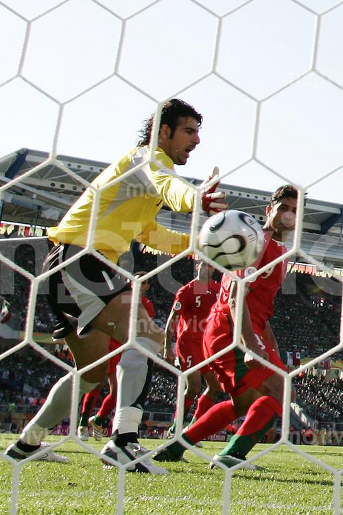 FussballInternational WM 2006 Vorrunde Mexiko-Iran Tor zum 1:0 Ebraahim Mirzapour (IRN), Vahid Hashemian (IRN)