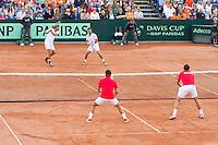 15-09-12, Netherlands, Amsterdam, Tennis, Daviscup Netherlands-Suisse, Doubles, Robin Haase/Jean-Julian Rojer    Roger Federer/Stanislas Wawrinka(foreground)