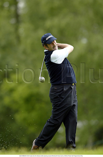 SAM TORRANCE (SCO) looks into the distance after playing a wood, Wentworth Club, Surrey, 030522. Photo: Neil Tingle/Action Plus...golf golfer 2003