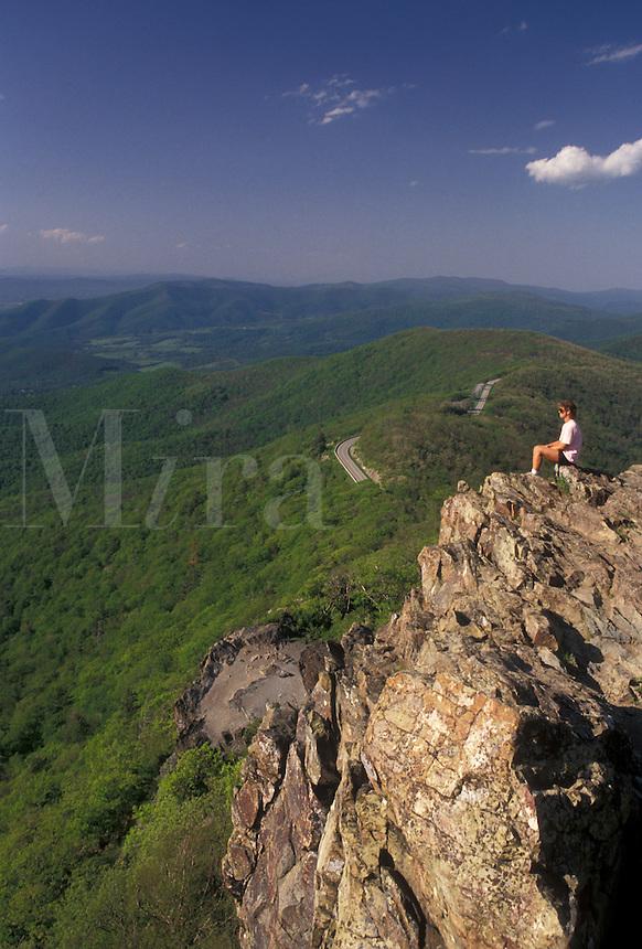 AJ4203, Shenandoah National Park, overlook, hiking, summit, Appalachian Trail, Blue Ridge, Appalachian Mountains, Skyline Drive, Virginia, Woman sits on a rocky overlook along the Appalachian Trail (a National Scenic Trail) in the Shenandoah Nat'l Park in the state of Virginia.
