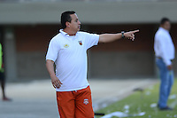 ENVIGADO -COLOMBIA-31-08-2014. Pedro Sarmiento DT de Envigado FC durante partido válido fecha 7 de la Liga Postobón II 2014 realizado en el estadio Polideportivo Sur de la ciudad de Envigado./  Coach Envigado FC Pedro Sarmiento during match valid to the 7th date of Postobon  League II 2014 at Polideportivo Sur stadium in Envigado city. Photo: VizzorImage/Luis Ríos/STR