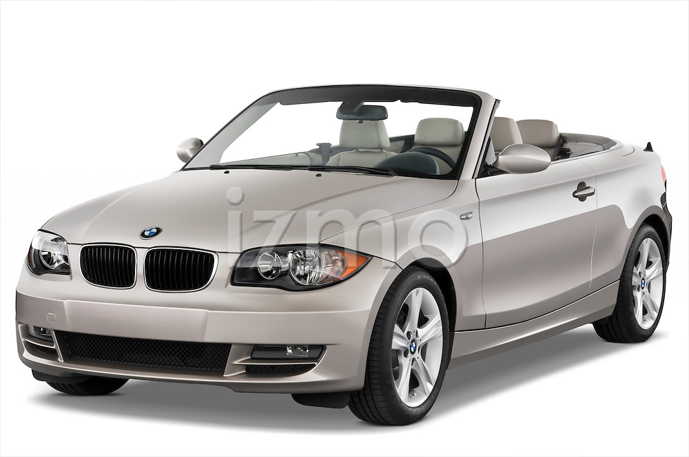 Front three quarter view of a 2007 - 2011 BMW 1-Series 128i convertible.
