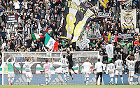 Calcio, Serie A: Juventus vs Carpi. Torino, Juventus Stadium, 1 maggio 2016.<br /> Juventus' players greet fans at the end of the Italian Serie A football match between Juventus and Carpi at Turin's Juventus Stadium, 1 May 2016. Juventus won 2-0.<br /> UPDATE IMAGES PRESS/Isabella Bonotto