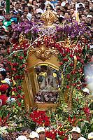 Círio de Nazaré, considerada a maior procissão religiosa do Brasil. Milhares de promesseiros e devotos acompanham a procisão ultrapassando 1 milhão de pessoas.<br /> Belém, Pará, Brasil<br /> Foto Paulo Santos<br /> 14/10/2012