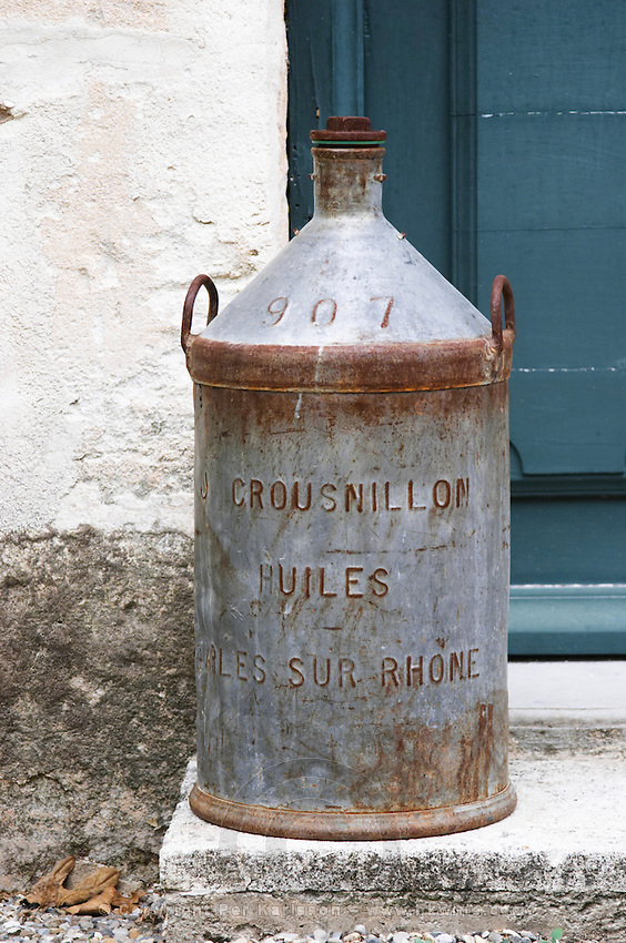 An old tin jar for transporting olive oil Crousnillon Huiles. Moulin Mas des Barres olive mill, Maussanes les Alpilles, Bouches du Rhone, Provence, France, Europe