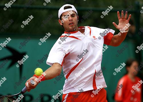 29-05-2007 TENNIS:ROLAND GARROS 2007:PARIJS.Simone Bolelli (ITA) tijdens zijn wedstrijd tegen Martin Verkerk (NED).Foto: Maarten Straetemans