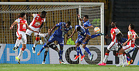 BOGOTA - COLOMBIA - 29-09-2015: Accion de juego entre el  Independiente Santa Fe de Colombia con el  Emelec de Ecuador  durante partido por los octavos de final  de  Copa Sudamericana jugado en el estadio Nemesio Camacho El Campin. /Actions game with Independiente Santa Fe of Colombia against of Emelec of Ecuador during the second round match of Copa Sudamericana final played at the Nemesio Camacho El Campin stadium.. Photo: VizzorImage / Felipe Caicedo / Staff.