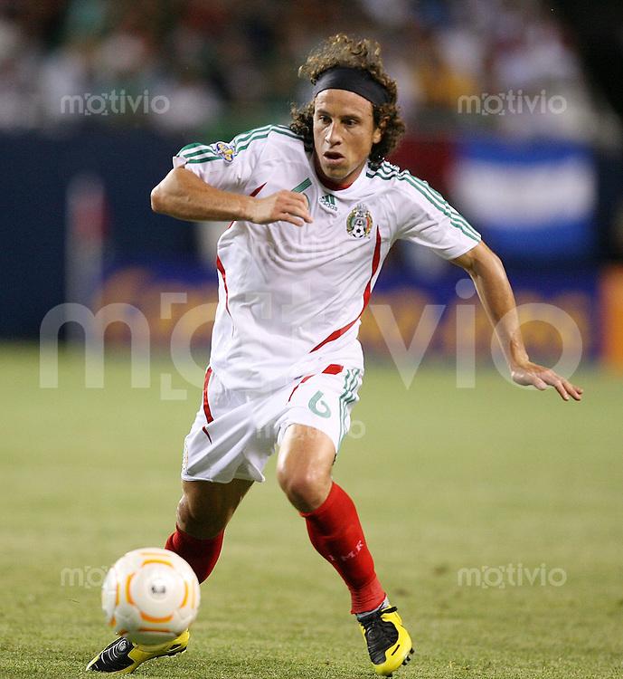 Fussball International Gold Cup Halbfinale  Guadeloupe 0-1 Mexico Alain Vertot (MEX) am Ball