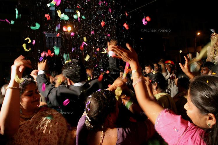 07.12.2008 Delhy(Haryana)<br /> <br /> People dancing during the groom arrival.<br /> <br /> Personnes en train de danser a l arrivée du marié.