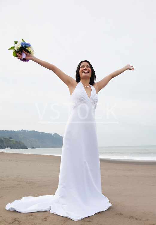 USA, California, San Francisco, Baker Beach, bride with bouquet on beach