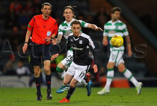 05.04.2016. Dens Park, Dundee, Scotland. Scottish Football Premiership Dundee versus Celtic. Stefan Johansen and Nick Ross
