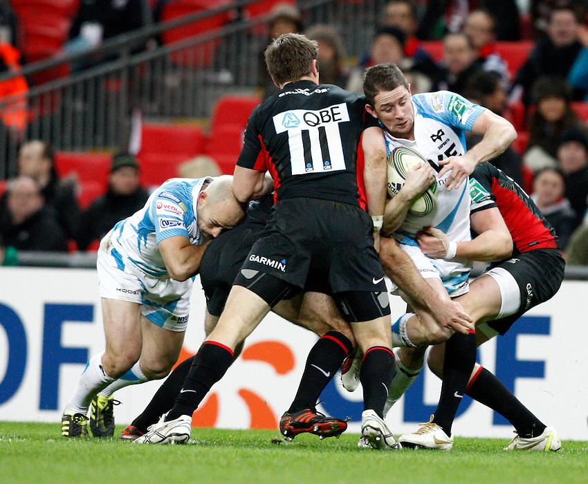 Photo: Richard Lane/Richard Lane Photography. Saracens v Ospreys. Heineken Cup. 10/12/2011. Ospreys' Shane Williams attacks the Saracens' defence.