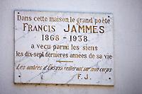 Europe/France/Aquitaine/64/Pyrénées-Atlantiques/Pays-Basque/Hasparren: Plaque de la maison ou vécut Francis Jammes poète français qui passa la majeure partie de son existence dans le Béarn et Pays basque,