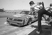 Tommy Ellis 18 Chevrolet pits pit stop Daytona 500 at Daytona International Speedway in Daytona Beach, FL in February 1986. (Photo by Brian Cleary/www.bcpix.com) Daytona 500, Daytona International Speedway, Daytona Beach, FL, February 16, 1986.  (Photo by Brian Cleary/www.bcpix.com)