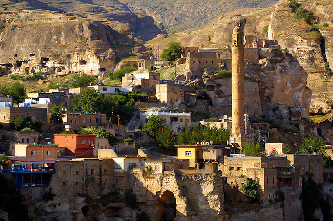 El Rizk Mosque & town of Hasankeyf– The Mosque was built in 1409 by the Ayyubid sultan Süleyman and stands on the bank of the Tigris River. It has Kufic incriptions & decorations. , Turkey 10
