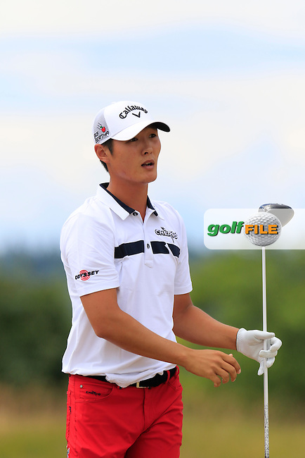 Danny Lee (NZL) tees off the 4th tee during Thursday's Round 1 of the 2015 U.S. Open 115th National Championship held at Chambers Bay, Seattle, Washington, USA. 6/18/2015.<br /> Picture: Golffile | Eoin Clarke<br /> <br /> <br /> <br /> <br /> All photo usage must carry mandatory copyright credit (&copy; Golffile | Eoin Clarke)