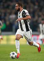 Calcio, Champions League: Gruppo H, Juventus vs Lione. Torino, Juventus Stadium, 2 novembre 2016. <br /> Juventus&rsquo; Gonzalo Higuain in action during the Champions League Group H football match between Juventus and Lyon at Turin's Juventus Stadium, 2 November 2016. The game ended 1-1.<br /> UPDATE IMAGES PRESS/Isabella Bonotto
