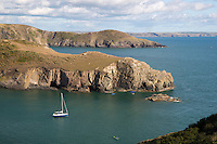United Kingdom, Wales, Pembrokeshire, Solva: St Bride's Bay looking south in Pembrokeshire Coast National Park | Grossbritannien, Wales, Pembrokeshire, Solva: St. Bride's Bay im Pembrokeshire Coast National Park