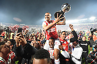 BOGOTÁ - COLOMBIA -09-12-2015: Sergio Otalvaro jugador de Independiente Santa Fe (COL) es levantado con el trofeo para celebrar con su equipo como campeones de la Copa Sudamericana 2015 después del encuentro de vuelta con Huracan (ARG) jugado en el estadio Nemesio Camacho El Campín de la ciudad de Bogota./ Wilson Morelo player of Independiente Santa Fe (COL) is lifted with the trophy to celebrate with his team as a champions of Copa Sudamericana 2015 after the second leg match against Huracan (ARG) played at Nemesio Camacho El Campin stadium in Bogota city.  Photo: VizzorImage/ Gabriel Aponte /Staff