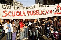 """Milano, manifestazione contro la riforma dell'istruzione. Striscione """"giù le mani dalla scuola pubblica"""" --- Milan, demonstration against the school reform. Banner """"hands off public school"""""""