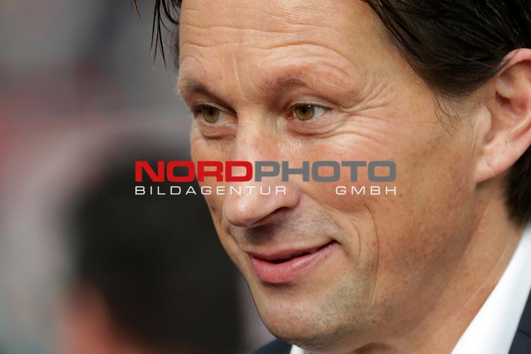 22.10.2016, BayArena, Leverkusen, GER, 1.FBL, Bayer 04 Leverkusen vs TSG 1899 Hoffenheim<br /> Trainer Roger Schmidt (Leverkusen)<br /> <br /> Foto &copy; nordphoto / Bratic