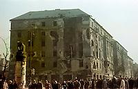 UNGARN, 11.1956.Budapest, VIII. Bezirk.Ungarn-Aufstand / Hungarian uprising 23.10.-04.11.1956:.Das zerschossene Eckgebaeude des Corvin-Platz-Komplexes (links Jószef krt., rechts Üllöi út stadtauswaerts). Der geschlossene Gebaeudekomplex mit dem Corvin-Kino in seiner Mitte war leicht zu verteidigen und daher ein wichtiges Hauptquartier der Aufstaendischen. Das Eckhaus wurde spaeter abgerissen..LLL..The corner house of the Corvin square complex destroyed by artillery. The closed building complex around the Corvin cinema was easy to defend and therefore one of the main strongholds of the insurgents. The corner house was later demolished..© Jenö Kiss/EST&OST