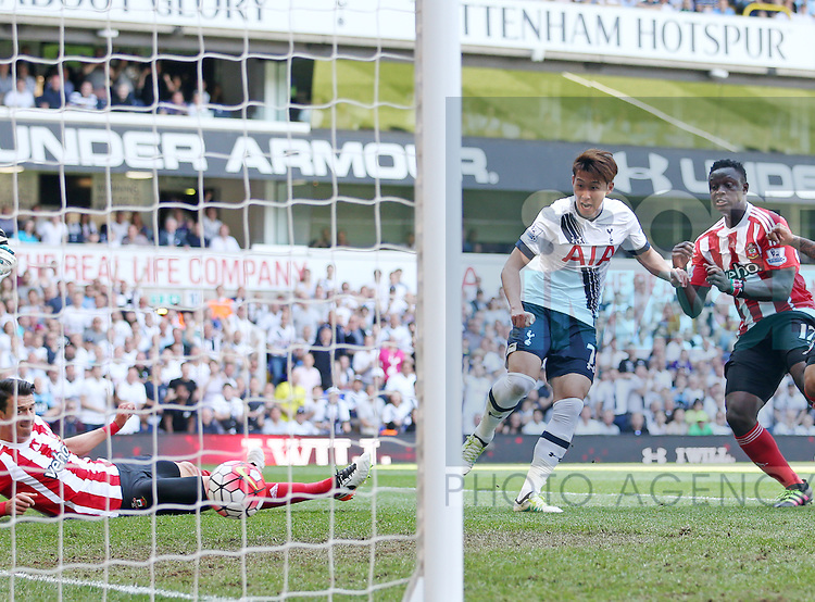 Tottenham's Heung-Min Son scoring his sides opening goal during the Barclays Premier League match at the White Hart Lane Stadium.  Photo credit should read: David Klein/Sportimage