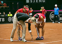 The Netherlands, Den Bosch, 20.04.2014. Fed Cup Netherlands-Japan, Ozaki/Aoyama in discussion with the umpire<br /> Photo:Tennisimages/Henk Koster