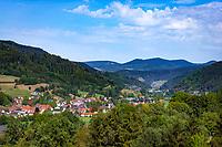 Germany, Baden-Wurttemberg, Black Forest, Gutach (Schwarzwaldbahn) at Ortenau district with Peter's church | Deutschland, Baden-Wuerttemberg, Schwarzwald, Gutach (Schwarzwaldbahn) im Ortenaukreis mit der Peterskirche, Heimat des Bollenhutes