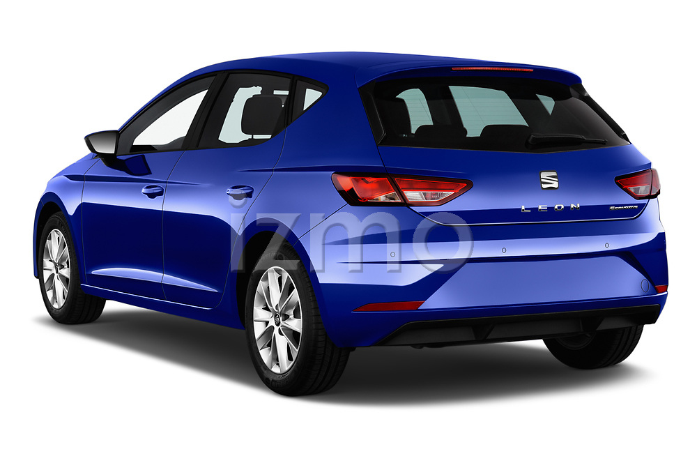 Car pictures of rear three quarter view of 2017 Seat Leon Style 5 Door Hatchback Angular Rear