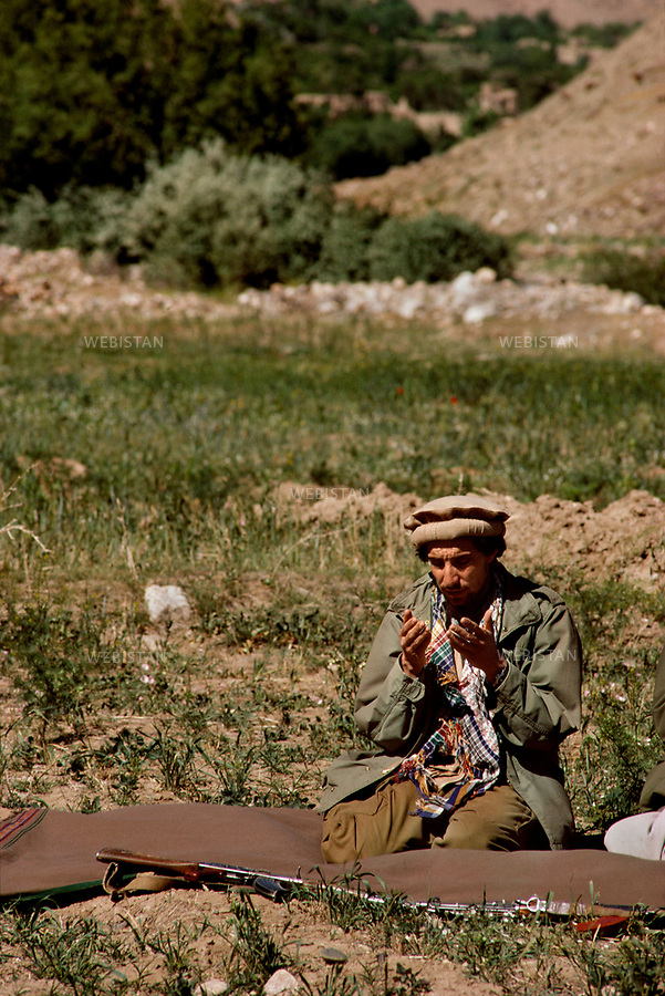 Afghanistan. Panjshir Valley. 1985. Portrait of Commander Massoud (1953-2001) during the Soviet invasion of Afghanistan (1979-1989). ..Afghanistan. Vallée du Panjshir. 1985. Portrait du commandant Massoud (1953-2001) pendant la guerre d'Afghanistan (1979-1989).