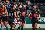 AMSTELVEEN  -  Eva de Goede (A'dam) met Charlotte Adegeest (A'dam) .   Hoofdklasse hockey dames ,competitie, dames, Amsterdam-Groningen (9-0) .     COPYRIGHT KOEN SUYK
