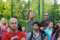 """Auf einer Buergerversammlung mit ca. 500 Teilnehmern im Berliner Plattenbaubezirk Hellersdorf entlud sich am Dienstag den 9. Juli 2013 der blanker Rassismus gegen eine geplante Unterkunft fuer syrische Buergerkriegsfluechlinge. Etwa 2/3 Anwesende aeusserten, es solle """"zuerst was fuer Deutsche getan werden"""", """"das Heim anzuenden"""", """"Wer sein Heimatland verlaesst ist ein Verraeter"""", """"Wer denkt an unsere Kinder"""" und aehnliche Parolen gegen das Fluechtlingsheim. Veranstaltungsteilnehmer, die Verstaendnis fuer die Buergerkriegsfluechtlinge aeusserten, wurden niedergebruellt.<br />Im Bild: Veranstaltungsteilnehmer skandieren rassistische Parolen.<br />9.7.2013, Berlin<br />Copyright: Christian-Ditsch.de<br />[Inhaltsveraendernde Manipulation des Fotos nur nach ausdruecklicher Genehmigung des Fotografen. Vereinbarungen ueber Abtretung von Persoenlichkeitsrechten/Model Release der abgebildeten Person/Personen liegen nicht vor. NO MODEL RELEASE! Don't publish without copyright Christian-Ditsch.de, Veroeffentlichung nur mit Fotografennennung, sowie gegen Honorar, MwSt. und Beleg. Konto:, I N G - D i B a, IBAN DE58500105175400192269, BIC INGDDEFFXXX, Kontakt: post@christian-ditsch.de<br />Urhebervermerk wird gemaess Paragraph 13 UHG verlangt.]"""