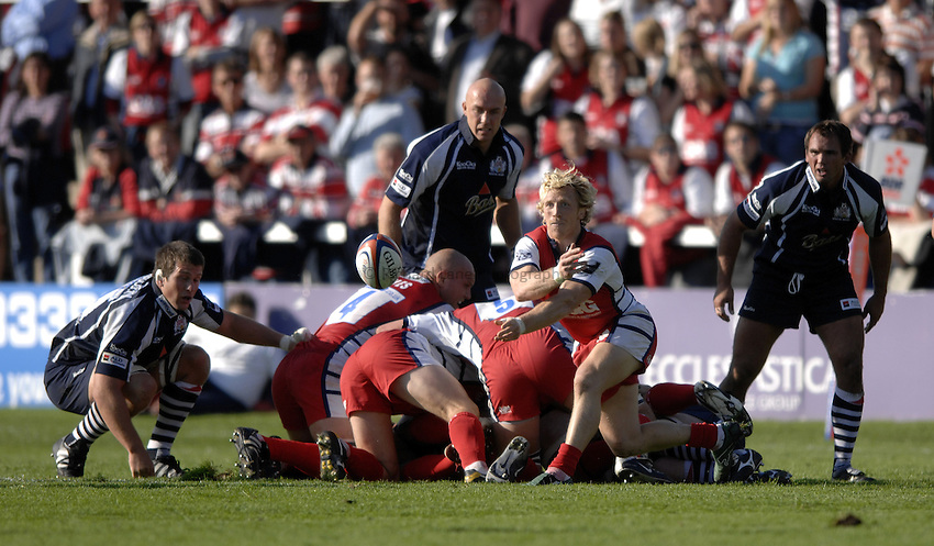 Photo: Richard Lane..Gloucester Rugby v Bristol Rugby. EDF Anglo-Welsh Cup. 07/10/2006. .Gloucester's Peter Richards passes.