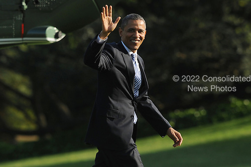 United States President Barack Obama waves on the South Lawn of the White House after arriving by Marine One, in Washington DC, USA, 25 April 2012. President Obama returns from a trip to North Carolina, Colorado and Iowa..Credit: Michael Reynolds / Pool via CNP