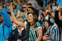 PORTO ALEGRE, RS, 02.11.2016 - GRÊMIO- CRUZEIRO - Torcedora, do Grêmio, durante partida contra o Cruzeiro, válida pela semifinais da Copa do Brasil 2016, na Arena do Grêmio, nesta quarta-feira. (Foto: Rodrigo Ziebell/Brazil Photo Press)