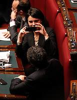 ROMA SEDUTA DI INSEDIAMENTO ALLA CAMERA DEI DEPUTATI DEL PARLAMEENTO ITALIANO.NELLA FOTO  FOTO RICORDO PER I GRILLINI.FOTO CIRO DE LUCA