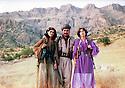 Iraq 1982 <br /> In Merga, Mullazem Omar  with two cousins during the armed struggle  <br /> Irak 1982 <br /> A Merga, Mullazem Omar abvec deux de ses cousines a l'epoque de la lutte armee