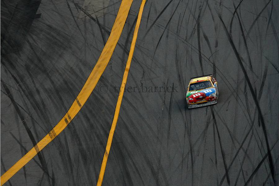 Daytona International Speedway.Kyle Busch, Victoy Lap.© 2009, Tyler Barrick. ...